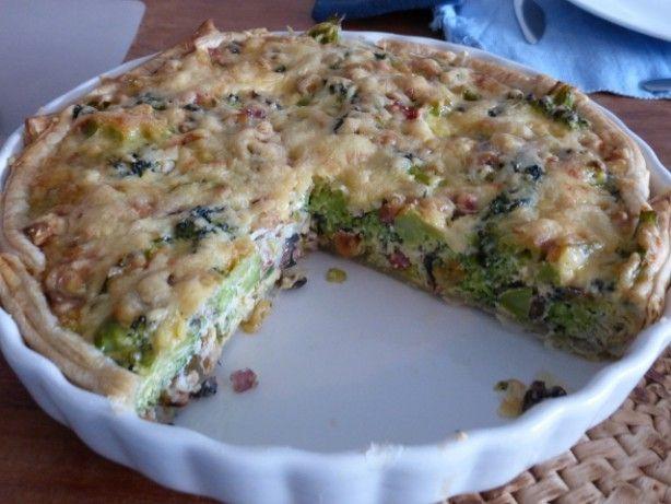 Broccoli+taart+met+spek+en+noten!  Heerlijke+hartige+taart+met+noten,+spek,+lente+ui,+champignons,+bladerdeeg,+ei,+kaas+en+natuurlijk+broccoli!