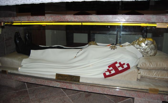 Saint of the Day – 5 October – Blessed Bartholomew Longo (Italian – Bartolo Longo) (1841-1926) Lawyer, Dominican Tertiary, Confessor, Apostle of the Rosary, Apostle of Marian Devotion, Papal Knight of the Holy Sepulchre.....