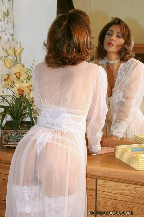 Glamour MILF Roni Looking-very Seductive In White Underwears