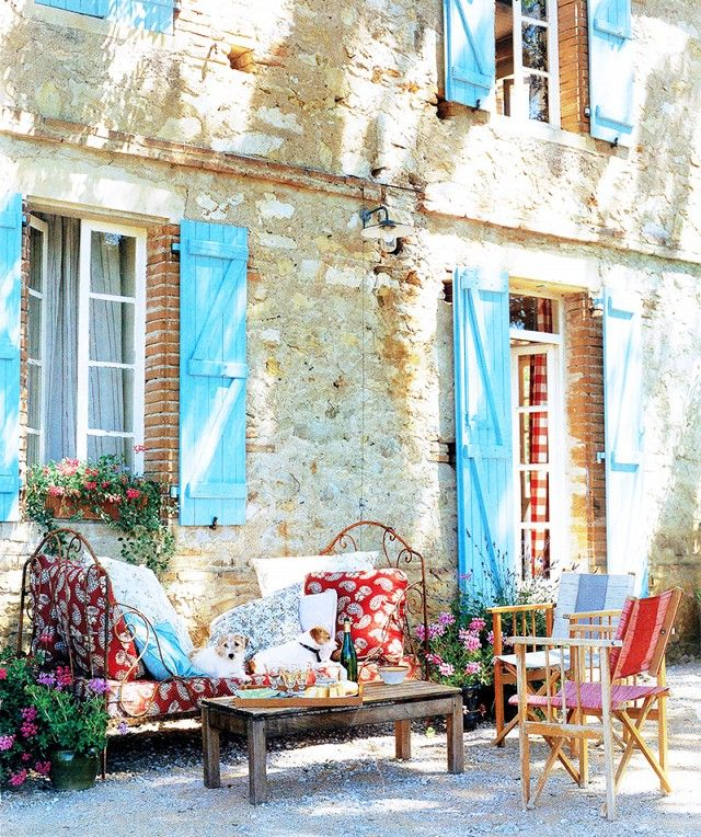 The Enviable Vacation Homes of 10 Top Designers via @domainehome:British designer Kathryn M. Ireland maintained this South of France estate for years as a place for her family to escape for the summer and enjoy living in a small European community. The property features expansive grounds, including a barn that was converted into an entertaining space.