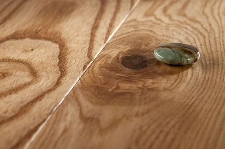 Parchet Frasin Jasper. Parchet Masiv Barlinek. La baza producerii parchetului masiv comercializat de noi sta lemnul masiv. Oferim o varietate de esente parchet masiv, cele obisnuite: fag, cires, frasin, nuc, stejar dar si esente parchet masiv exotic.