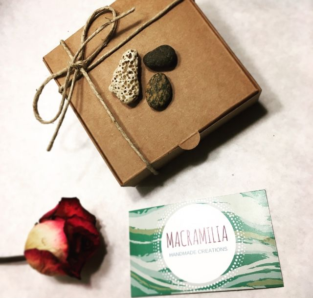 Handmade jewerly packaging with pebbles  https://m.facebook.com/Macramilia-Creations-287567404733098/?ref=bookmarks