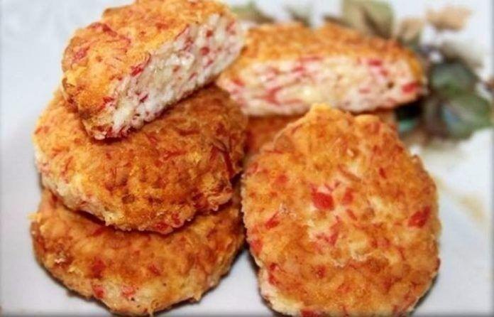 Удивительно вкусное блюдо — Котлеты из крабовых палочек с сыром