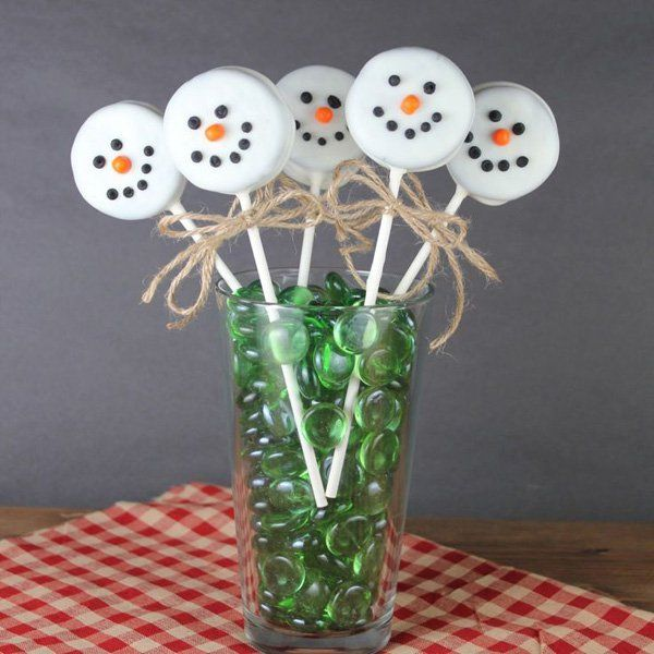 Snowman lollipop candies. What are candies if they're not interesting looking right? Be sure to get your guests' attention by making your Christmas treats look edible and adorable.