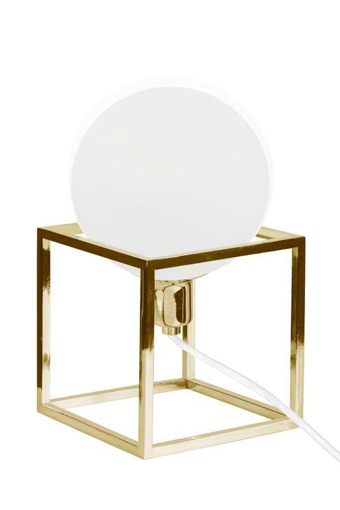 """Bordlampa """"Cube"""" med stomme av kraftigt fyrkantsjärn i metall. Opalglas i kupan…"""
