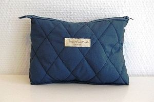 www.mellowway.dk Makeup taske quiltet, fra den danske designer Tina Wodstrup - Make-up taske Blå, 16x22 cm, midnatsblå