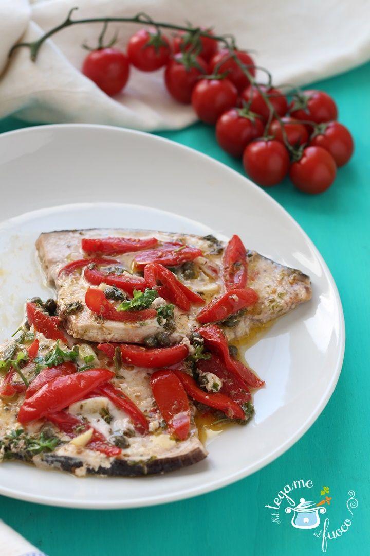 Leggero e gustoso il pesce spada alla pizzaiola. Una ricetta molto apprezzata in Calabria. Ingredienti semplici arricchiranno questo semplice piatto.