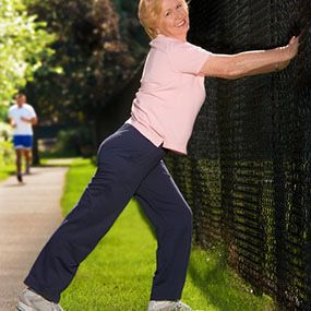 10 Essential Stretches for Runners (Calves) To stretch your calf muscles, stand close to a wall with your right foot behind your left. Start to bend your left leg forward while keeping your right leg straight. Be sure not to bend the right knee and to keep your right foot firmly on the ground pointing straight ahead.