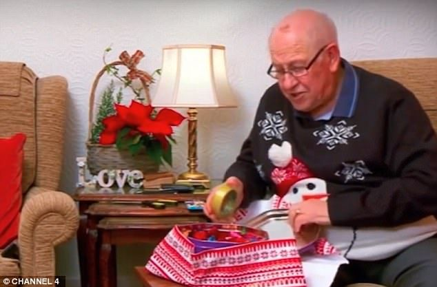 Black #Cosmopolitan Gogglebox dedicates Christmas episode to Leon Bernicoff   #EastEndersE20, #Gogglebox, #ScarlettMoffatt, #Series, #Television, #Walls         Channel 4 has dedicated its Christmas Gogglebox show to late cast member Leon Bernicoff, who died on Saturday at the age of 83 after a short illness. At the start of Sunday evening's night's instalment, an announcer told viewers: 'Before Gogglebox begins, we're ...   Read more on BlackCo