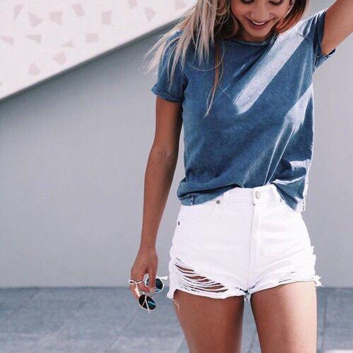 > pinterest: ellemartinez99 < 🍀Short Blanco 🍀 🍀 Remera Azul 🍀 Lindo Outfit Veraniego, como para salir a pasear, con amigas etc 👌