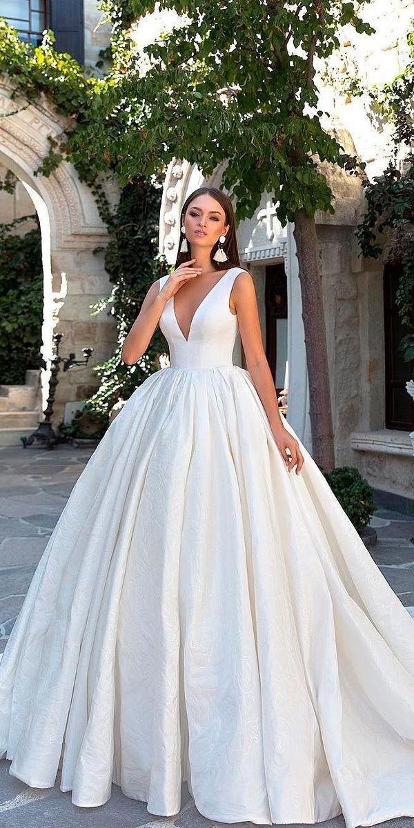 30 Simple Wedding Dresses For Elegant Brides Simple Wedding Dresses Beautiful Ball Gown V N Ball Gowns Wedding Elegant Wedding Dress Princess Wedding Dresses