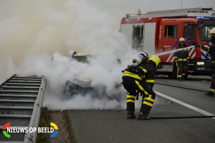 Bleiswijk - Zaterdagmiddag 1 april omstreeks 14.20 uur is de brandweer opgeroepen voor een autobrand op de A12 links nabij Bleiswijk. De brandweerkorpsen van Zevenhuizen, Zoetermeer en Bleiswijk werde