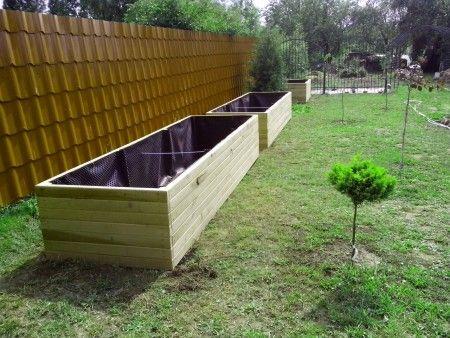 Další slovenská firma, který vyrábí vysoké záhony - Tailor carpentry. Je vidět, že vnitřní část dřevěné obruby je vyložená fólií, aby záhon déle vydržel