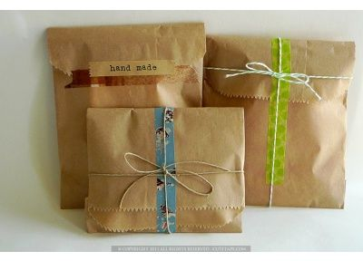 Brown kraft paper bags are plain, but that's what makes it so easy to decorate! Add some washi tape and colorful twine and you can make a cute packaging!