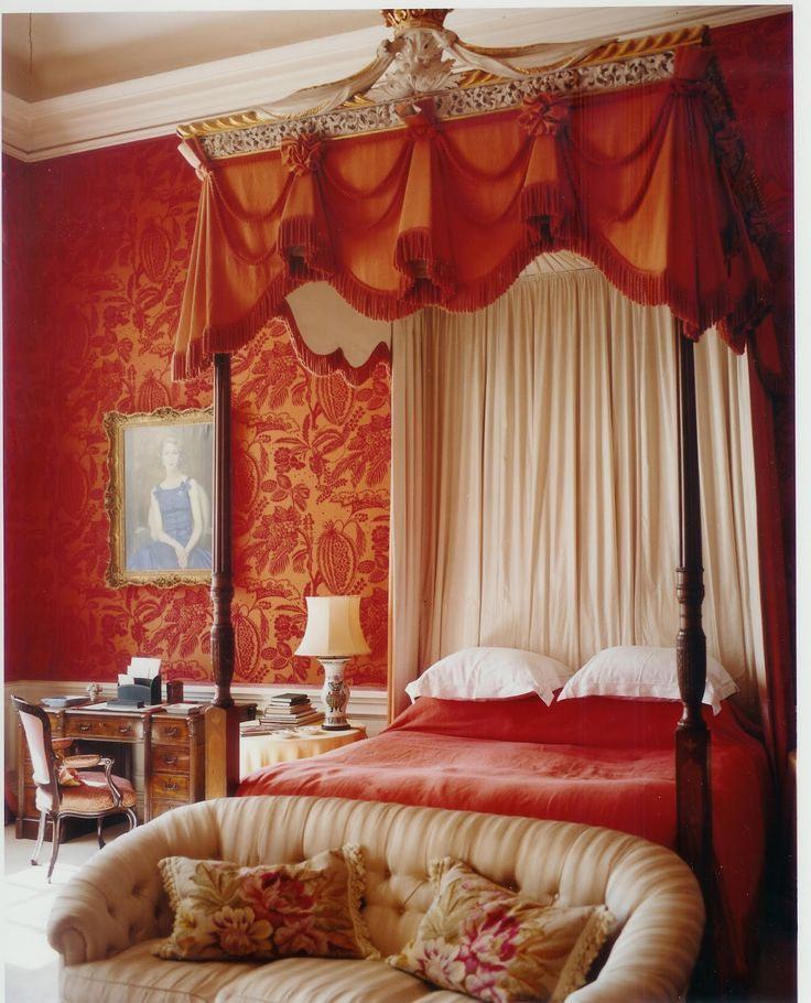 Cornbury Park, John Fowler, Oxfordshire. Other than his extraordinary color sense, Fowler is most known for the quality of the draping in his curtains for both windows & beds (as here).