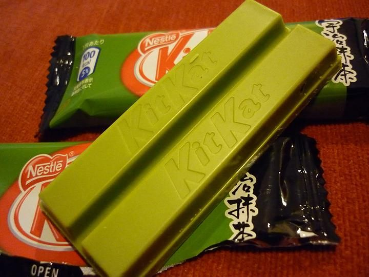 Green Tea Kit Kat - Japanese tea purveyor Ito Kyuemon and Nestle collaborated on the 'Green Tea Kit Kat' a couple of years ago and the limited edition specialty item has been made available sporadically to candy lovers living in Japan. Thanks to a blurb in last week's Weekly Famitsu magazine, they're available again for a short time.