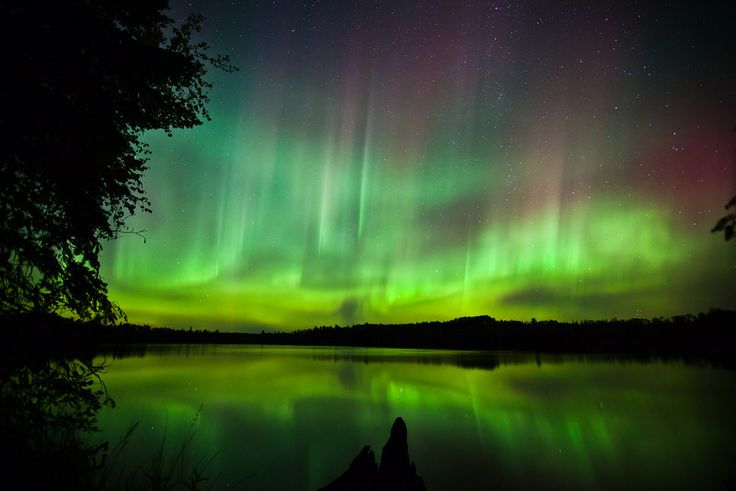 .Borealis Reflections, Amazing Sky, Toft Lakes, Aurora Borealis, Painting Sky, Sky Lights, Noelitoflow Nature, Sky Pictures, A Northern Lights