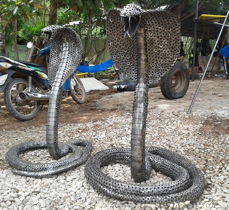Metal cobra snake statue sculpture life size scrap metal for Wire yard art