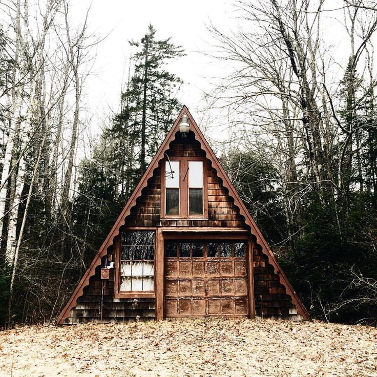 Small hunters cabin. #getoutdoors #upknorth This place calls for woods fires and barbecues everyday. Awesome shot by @laurenswells