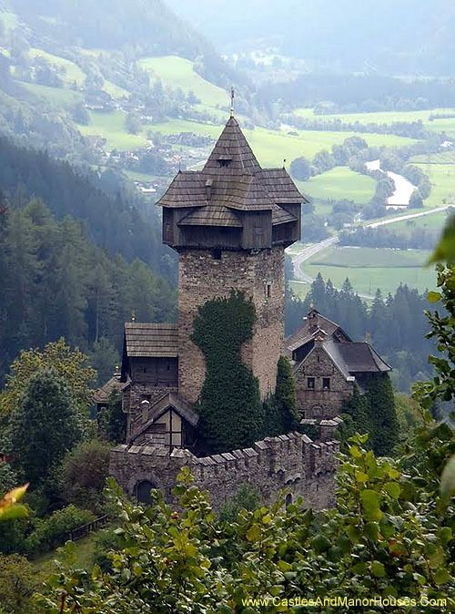 Niederfalkenstein (Falkenstein Castle),  Pfaffenberg 19, 9821 Obervellach, Carinthia, Austria...   www.castlesandmanorhouses.com?utm_content=buffer9bf6f&utm_medium=social&utm_source=pinterest.com&utm_campaign=buffer   ...    Falkenstein Castle (Burg Falkenstein) is a medieval castle complex near on the southern slope of the Hohe Tauern mountain range.  The fortification was first mentioned in a deed of 1164. The former fortification of Oberfalkenstein is a ruin, while the lower barbican of…