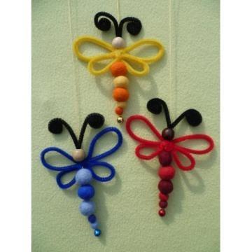 Dragonflies i stället för piprensare kunde man virka fastmaskor runt en järntråd.