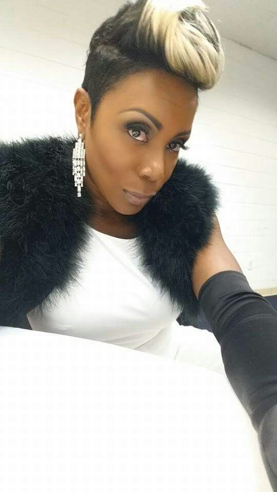 17 Best images about SOMMORE The Queen of Comedy – Sommore Chandelier Status