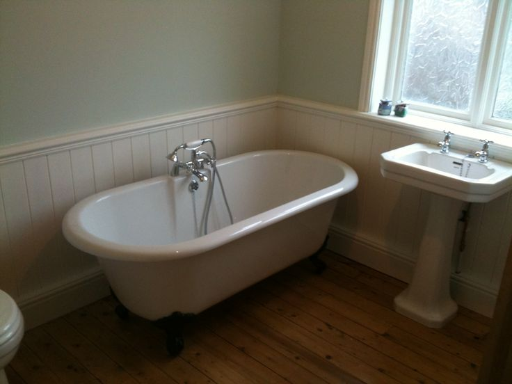 17 best images about country living bathroom on pinterest for Wood panelled bathroom ideas