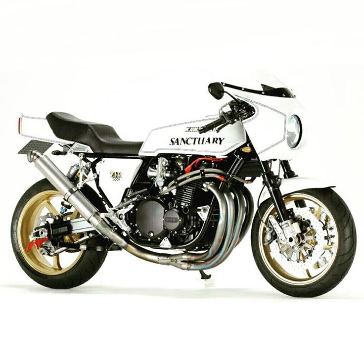 Kawasaki by @ ? #f4f#followback #custom #bratstyle #caferacer #busa #builtnotbought #r100 #scrambler #tracker design #custombuilt #custombuild#vintage #retro #motorbike...