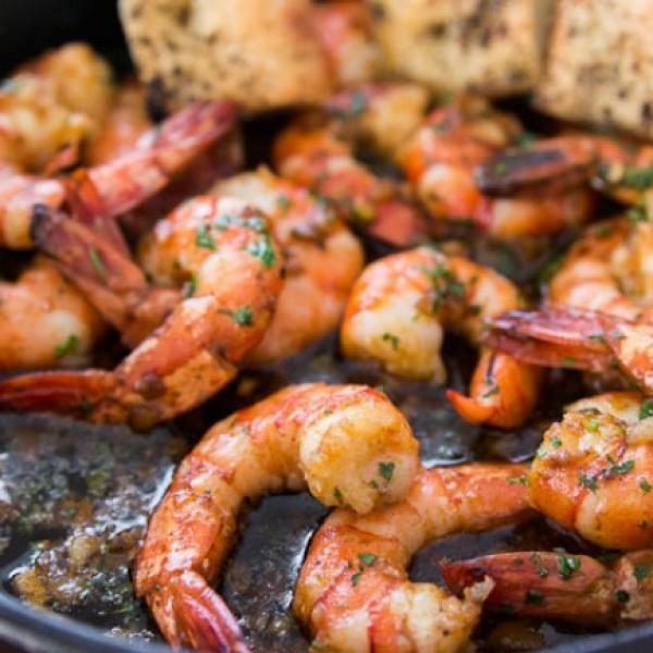 Aprende a preparar camarones al ajillo estilo mexicano con esta rica y fácil receta.  Esta es una de las recetas más completas que te vas a encontrar en Internet par...
