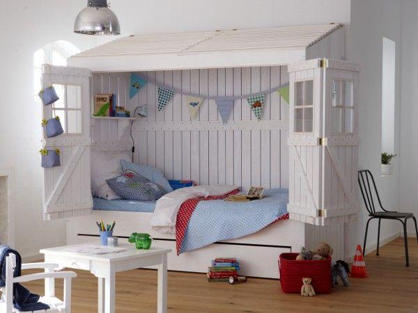 Schon als Kind ein Hausbesitzer - Welcher Zwerg würde sich nicht über so ein Bett freuen? #kinderzimmer #wohnideen #weiß