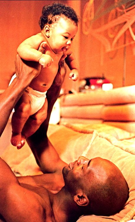I never ever get tired of father/baby pics ... Black Love ... Black•L❤VE http://www.flyabs.com/
