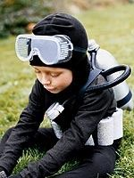 This deep-sea diver costume can be made with household items! Click through to learn how to #DIY.