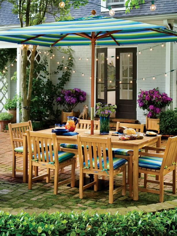 Nothing sets the tone of a backyard fête like accent lighting.: Decor Ideas, Oxfords Gardens, Summer Parties, Patios Sets, String Lights, Outdoor Parties, Dining Sets, Outdoor Spaces, Dining Tables