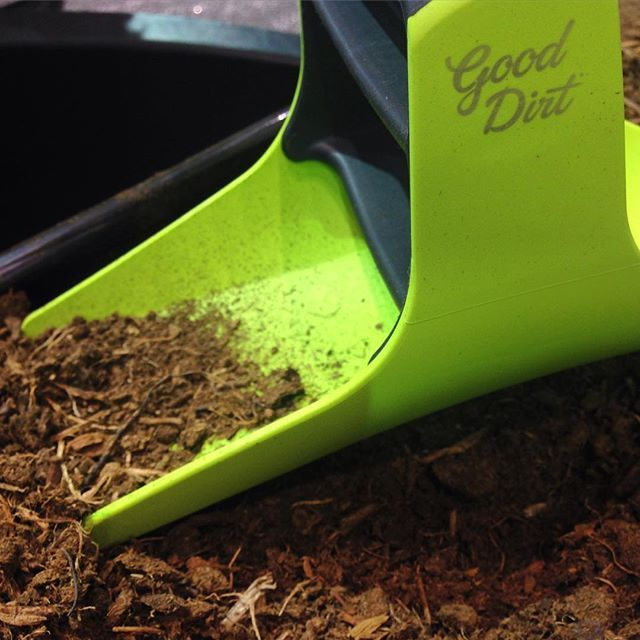 Our rockstar: the handigger! An ergonomic alternative to traditional spades shovels. We'll be available online & in stores very soon...DM to receive notice when available! (US patent pending) #gooddirt #diggooddirt #growningooddirt #handigger #bogbits #g