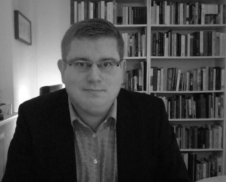 Ebbe Volquardsen studierte Skandinavistik, Politikwissenschaft und Europäische Ethnologie an der Humboldt-Universität zu Berlin und der Universität Kopenhagen. Derzeit arbeitet er als wissenschaftlicher Mitarbeiter für Neuere Skandinavische Literatur...