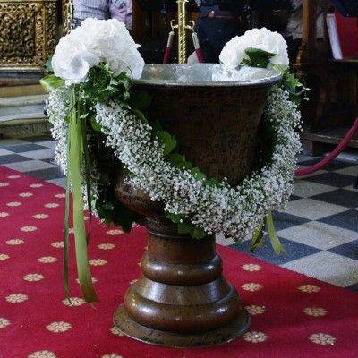 Flower garland with bows - baptism front~ Faja Geraldine | yau yau events / http://blog.yau.ro/tag/aranjamente-florale-pentru-botez/