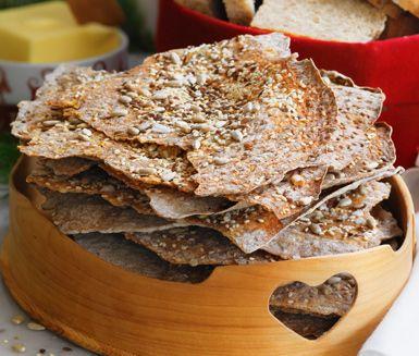 Med dinkel- och rågmjöl får du ett nyttigt bröd. Lägg också till solrosfrön och du har ett komplett och mycket gott bröd. Brödet ger verkligen den härliga känslan av lantligt och hemlagat.