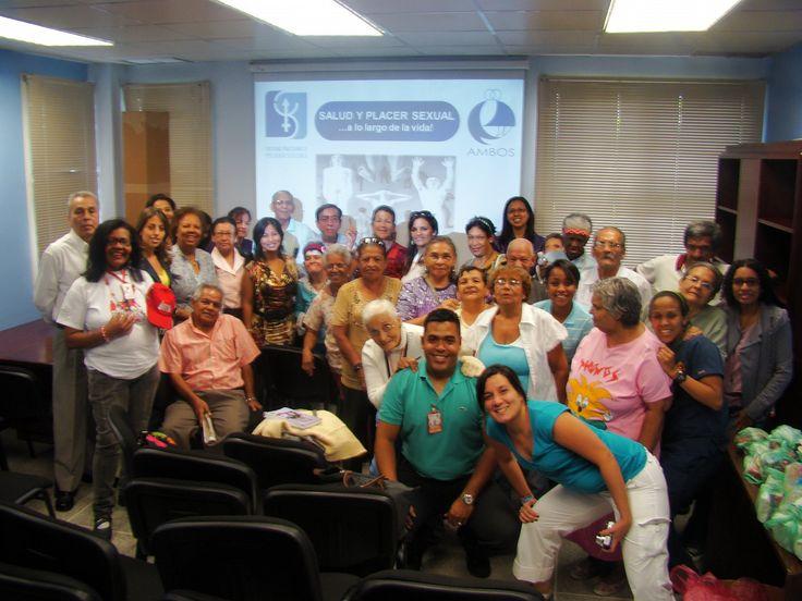 Día Mundial de la Salud Sexual 2011 Venezuela, Caracas, Centro de Salud de Santa Inés, Universidad Católica Andrés Bello, 15 de Septiembre de 2011 Idhaly Guzmán junto a participantes del taller