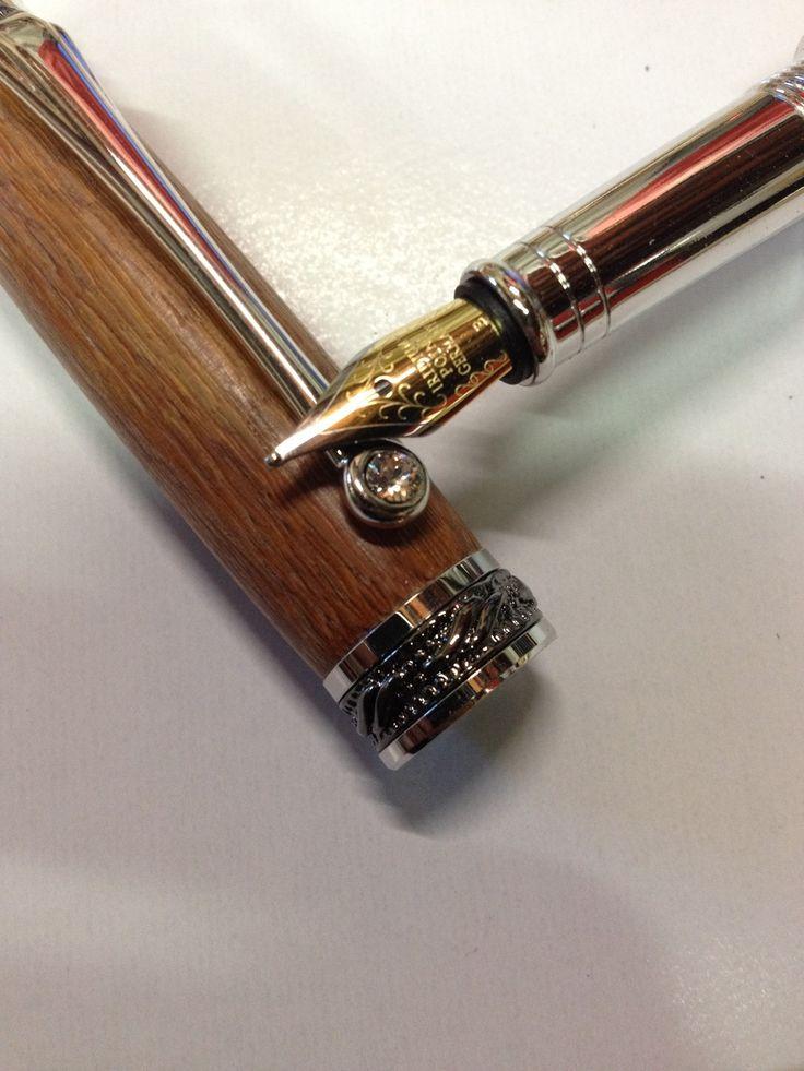 Gamme super luxe, stylos plume Placage Rhodium/ Titane noir avec son cristal warovski et sa Plume iridium : Matériel pour écriture par de-la-buche-au-styl-o