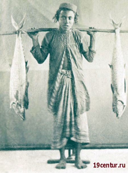 Еврейский мальчик с рыбой. 19 век.