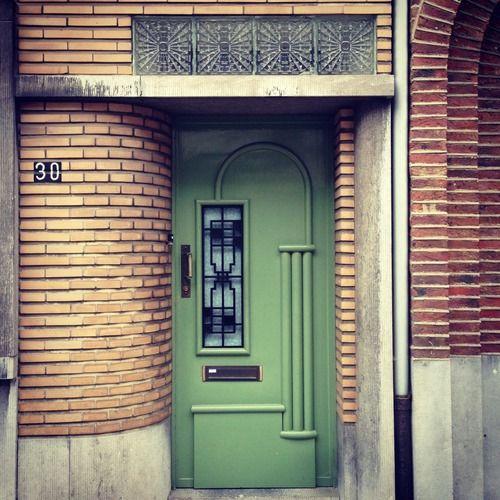 mdv365:  Na 134 deuren gepost te hebben besef ik dat ik een zwak heb voor groene deuren. Hoewel het niet mijn lievelingskleur is, past het w...
