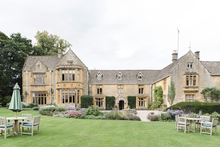 'The lords of the Manor' is a luxury wedding venue in the Cotswolds - An American-British Countryside Wedding. Photography by Weddings by Nicola and Glen