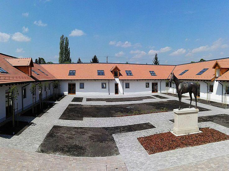 Tudtátok, hogy a legendás versenyló, Kincsem egykori istállója Gödön volt? A felújítás után kulturális, közösségi térként éled újjá a Dunakanyar kapujában!