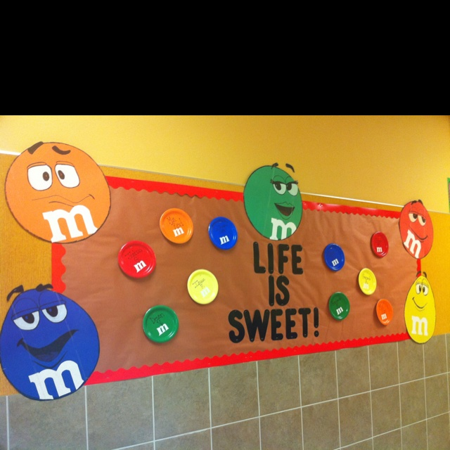 Cute bulletin board- even I can draw an M and M.. & Best 25+ Candy bulletin boards ideas on Pinterest | Candy theme ... Pezcame.Com