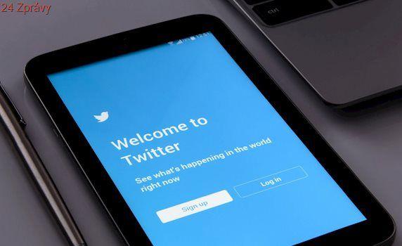 Twitter zažaloval vládu USA kvůli žádosti o data k účtu, který kritizuje Trumpa