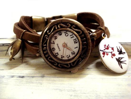 """*Die Armbanduhren der Marke Villa Sorgenfrei sowie die Bezeichnung """"Bettelarmbanduhr"""" sind durch ein beim DPMA eingetragenes GESCHMACKSMUSTER gegen Na"""