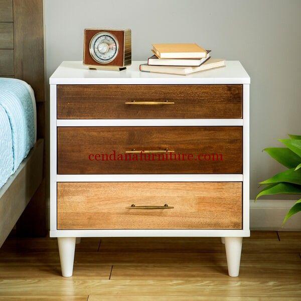 Nakas Modern Minimalis 3 Drawers memiliki tampilan dengan design minimalis terbuat dari bahan baku kayu jati yang indah dan cantik.