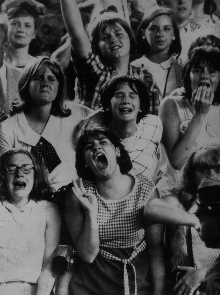 28 Vintage Photographs Captured Teenage Girls Screaming and Crying Over Rock Stars in the 1960s and 1970s
