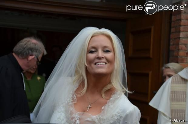 Rixa, Duchess of Oldenburg, 2nd child and eldest daughter of Marie Cecile of Prussia and Friedrich August of Oldenburg, on her wedding day, 13 Oct. 2012.  She married Dutchman Stephan Sanders.  For some reason, Rixa seems to be the most photographed of Marie Cecile and FA's children.  Can't find any pics of their youngest child, Duchess Bibiane.