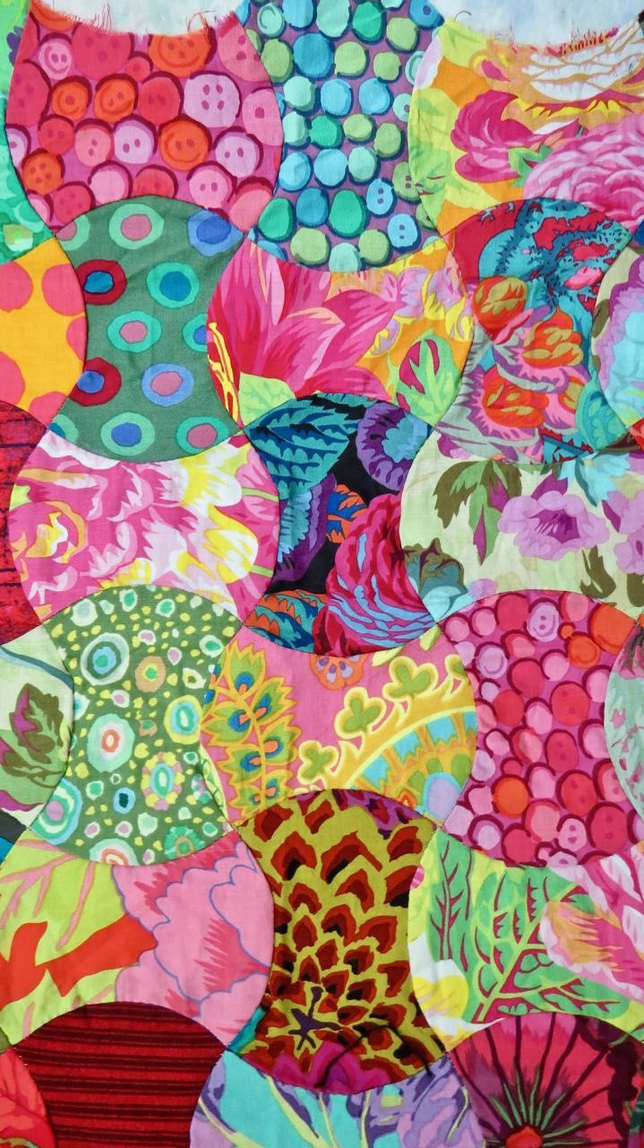 Hand pieced apple core quilt by Luann Kessi